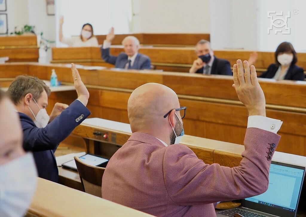 Na zdjęciu członkowie Rady Innowacyjnego Rozwoju Społeczno-Gospodarczego Lublina podczas głosowania